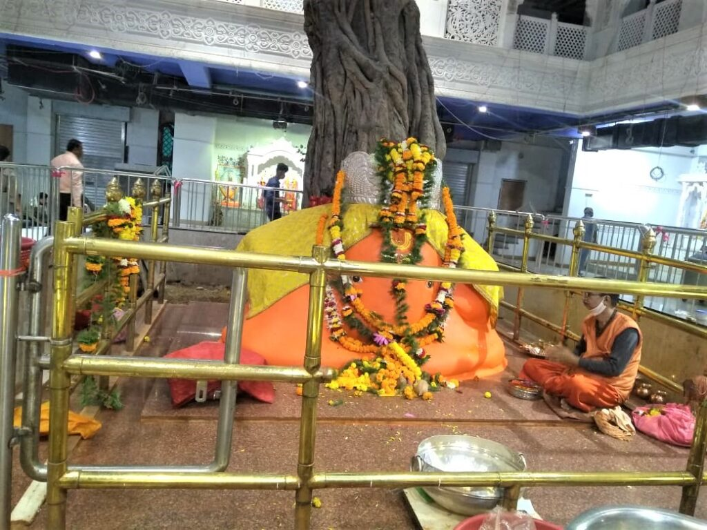 Ganesh Tekdi, a 250-year-old temple arose spontaneously and not made by man is one of the best places to visit in Nagpur